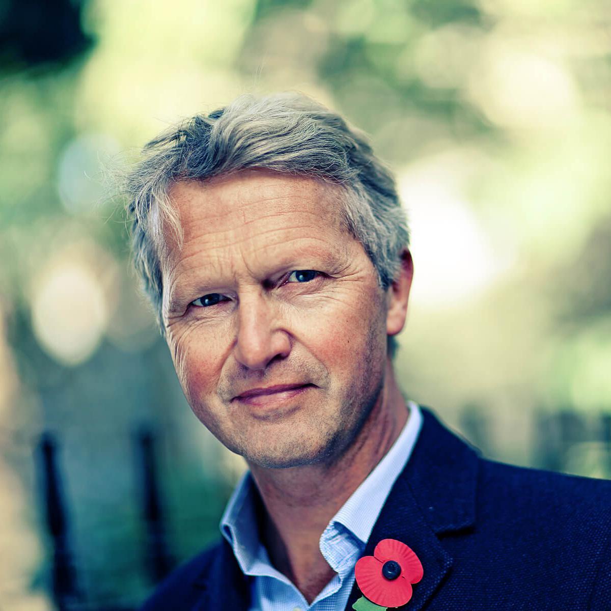 Julian Hanson-Smith - a professional Linkedin headshot photograph by Julian Hanford, London