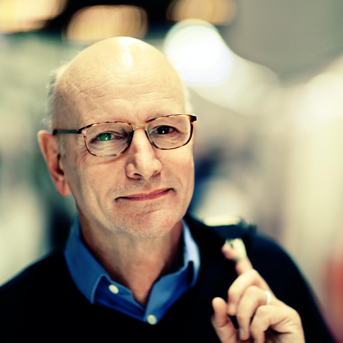 Corporate Linkedin Headshot of Mark Cramphorn by Julian Hanford, London